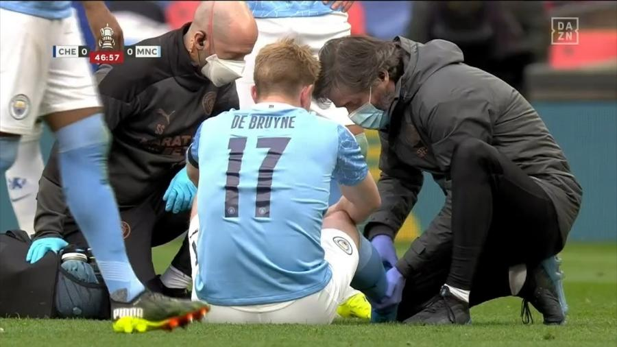 De Bruyne deixou o campo de jogo logo no começo do segundo tempo se queixando de dores no tornozelo  - Reprodução/DAZN