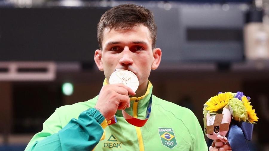 Daniel Cargnin, judoca brasileiro, posa com medalha de bronze das Olimpíadas de Tóquio - Gaspar Nóbrega/COB