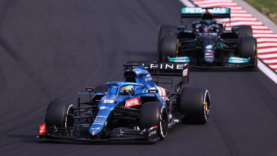 Alonso e Hamilton fizeram grande duelo no terço final do GP da Hungria - Lars Baron/Getty Images