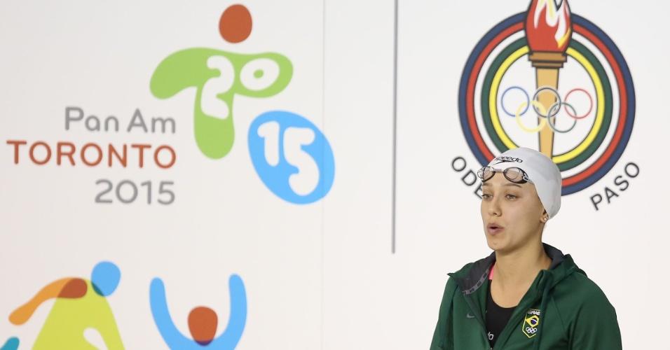 Brasileira Larissa Martins se prepara para nadar as eliminatórias dos 100 m livre. Ela fez o melhor tempo de sua bateria e avançou à final
