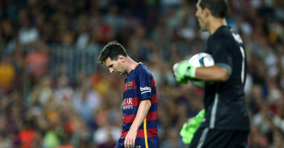 Lionel Messi cabisbaixo após Iraizoz fazer boa defesa