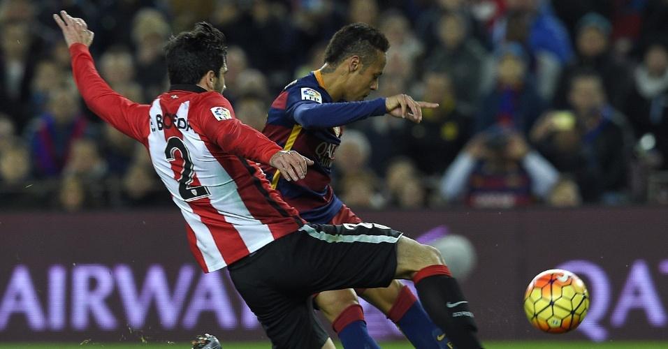 Neymar disputa bola com Eneko Boveda, do Athletic Bilbao pelo Espanhol