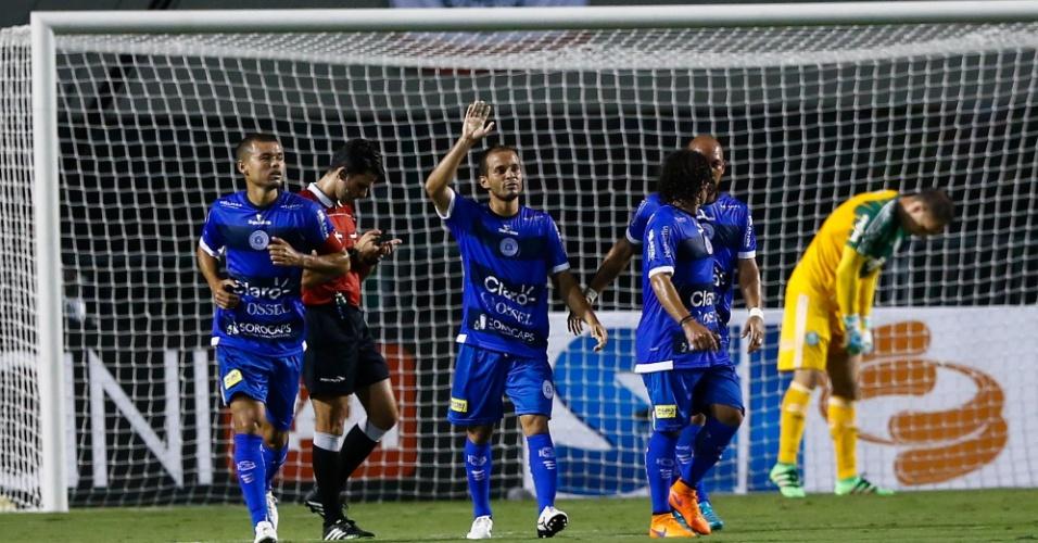 Morais comemora após marcar lindo gol contra o Palmeiras
