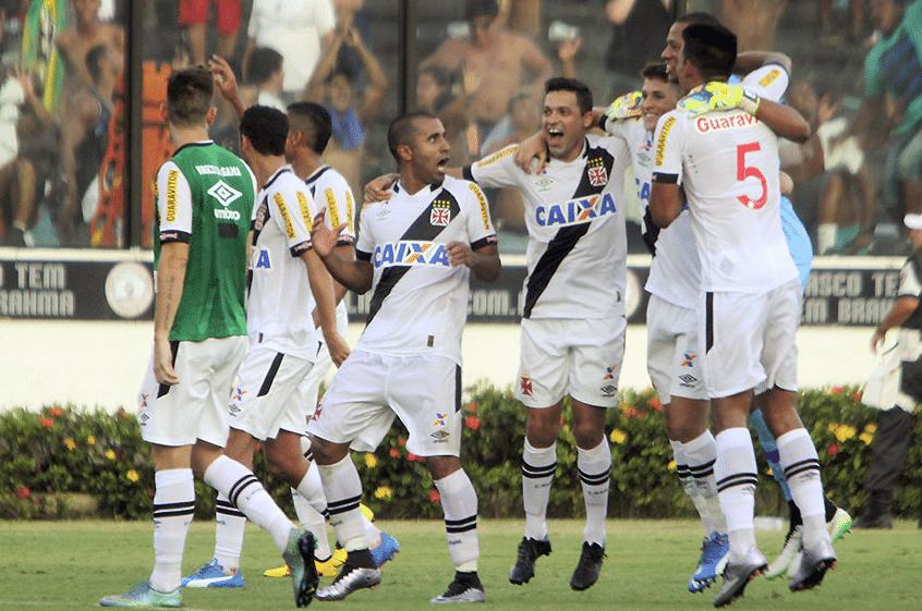 Vasco comemora vitória sobre o Flamengo pelo Carioca