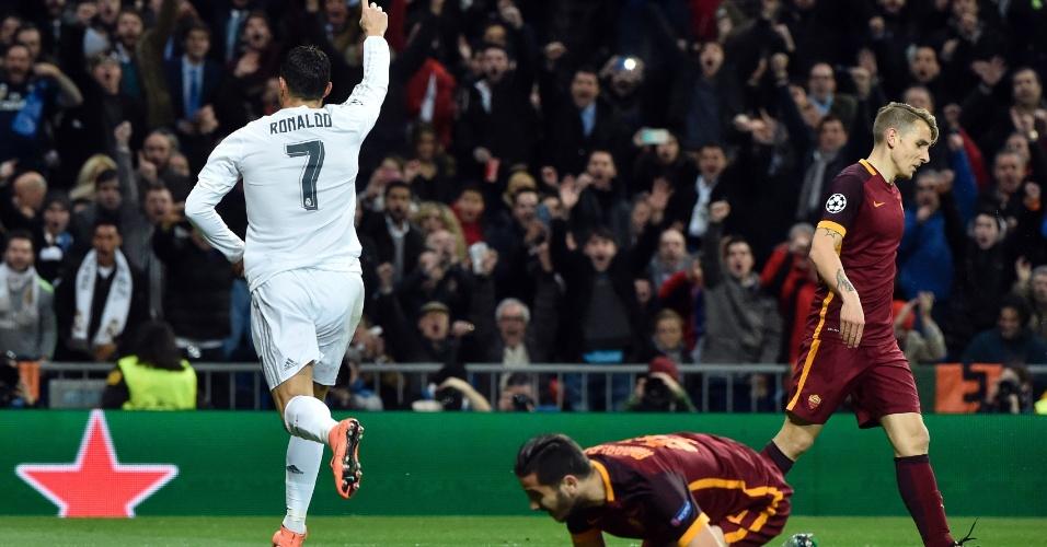 Cristiano Ronaldo comemora gol contra a Roma no Bernabéu