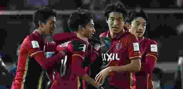 Kashima Antlers comemora o empate contra o Real Madrid no final do primeiro tempo - Behrouz Mehri/AFP - Behrouz Mehri/AFP