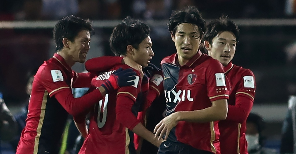 Kashima Antlers comemora o empate contra o Real Madrid no final do primeiro tempo