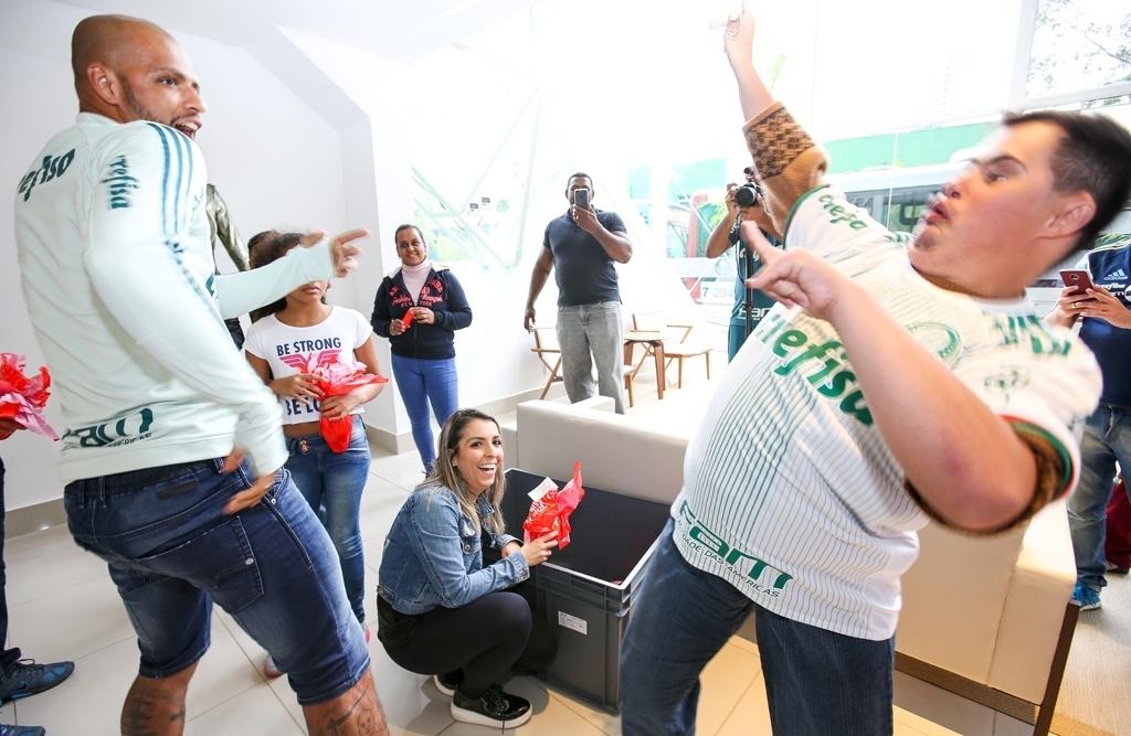 Felipe Melo dança Palmeiras ovos de páscoa