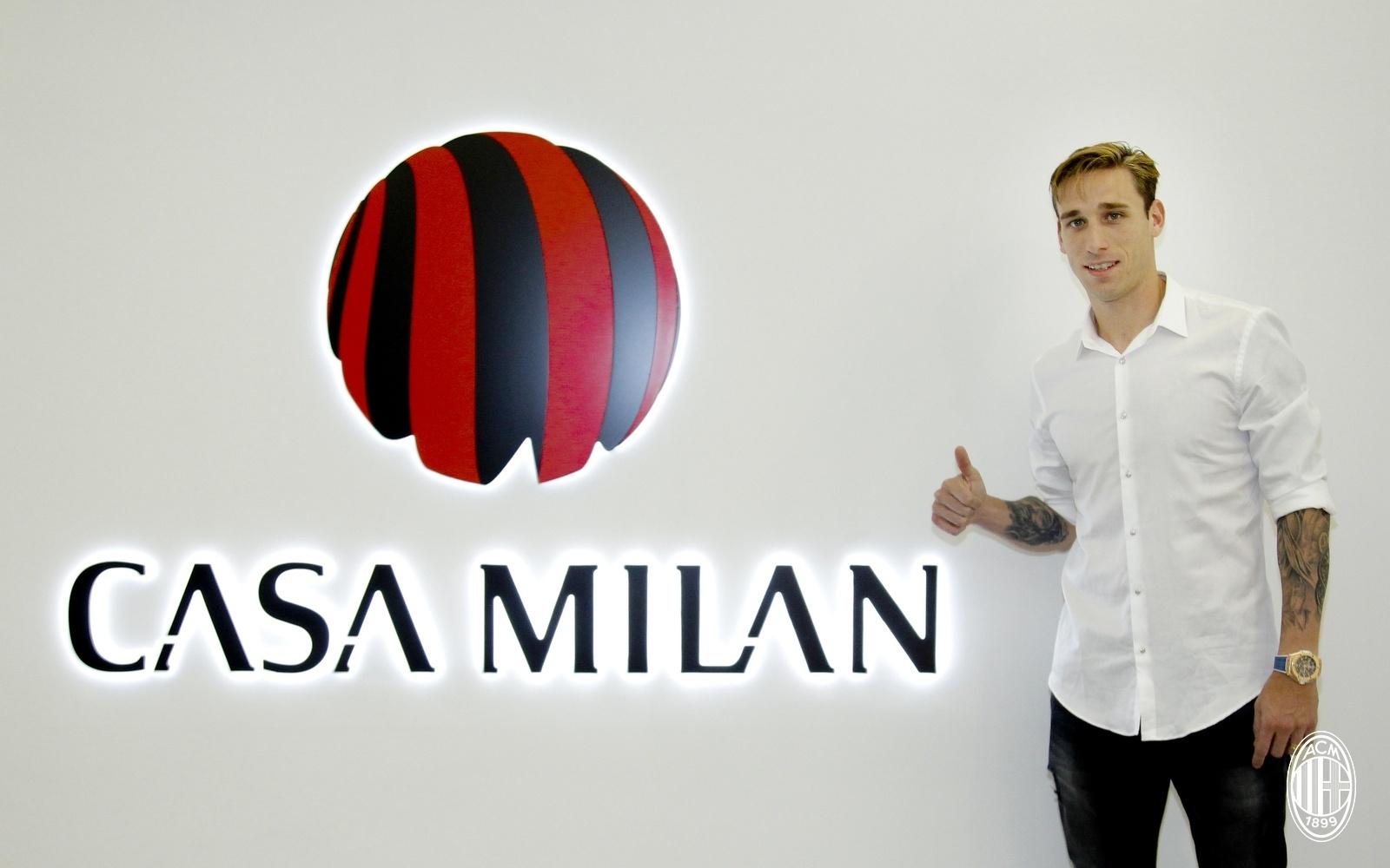 Lucas Biglia foi a nona contratação do Milan na janela de transferências