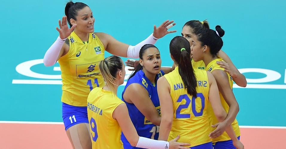 Seleção brasileira comemora ponto conquistado contra a Itália no Grand Prix