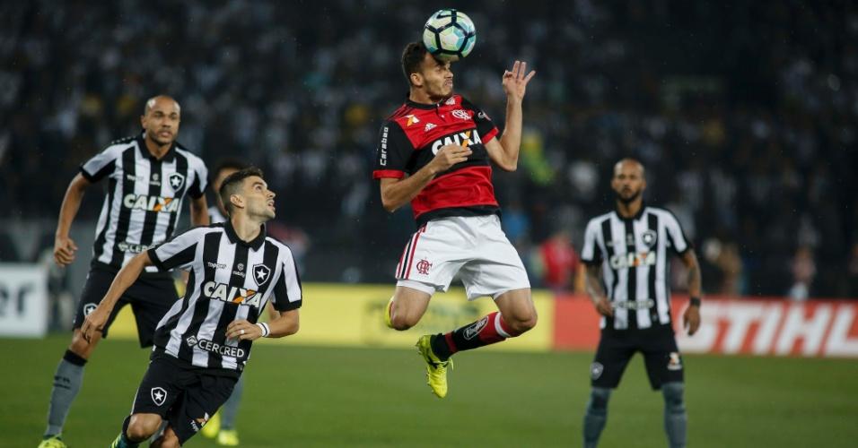 Renê e Rodrigo Pimpão em partida entre Botafogo e Flamengo pela Copa do Brasil