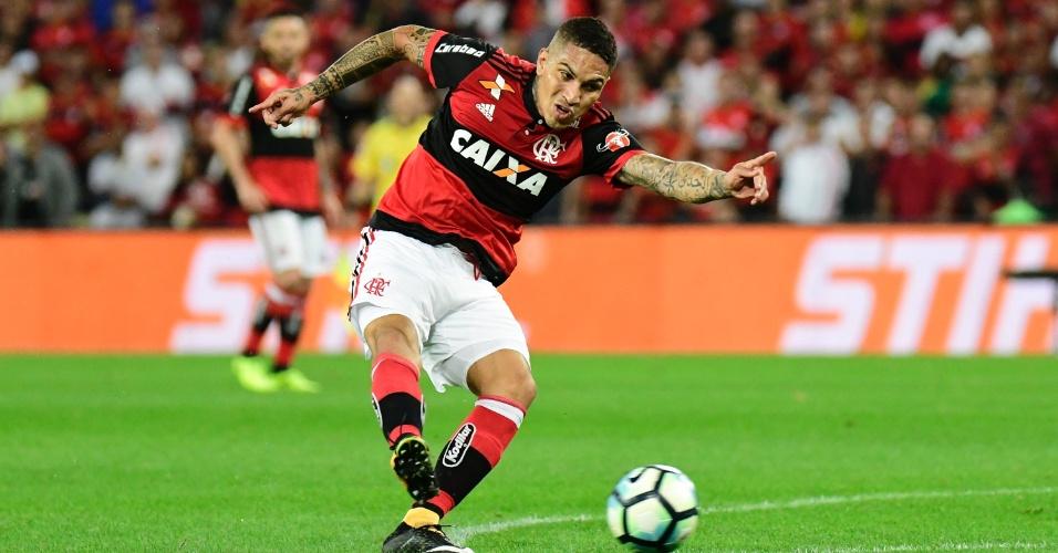 Guerrero arrisca chute em Flamengo x Botafogo pela Copa do Brasil