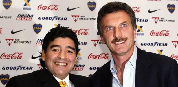 Maradona posa para foto com Macri, nos tempos de Boca Juniors