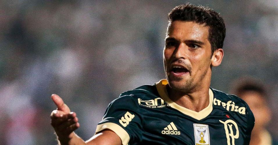 Jean comemora gol marcado pelo Palmeiras contra o Coritiba, no Pacaembu