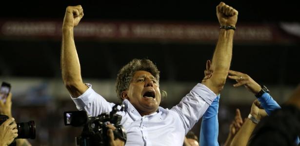 O técnico Renato Gaúcho comemora conquista da Libertadores pelo Grêmio