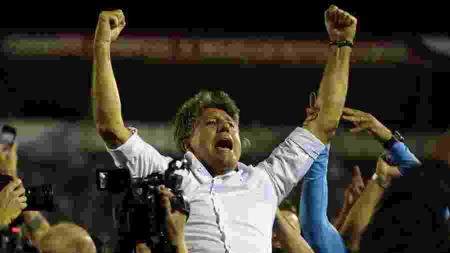 O técnico Renato Gaúcho comemora conquista da Libertadores pelo Grêmio - REUTERS/Agustin Marcarian