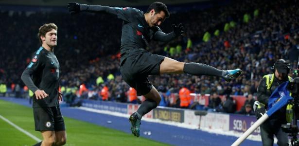 Pedro comemora o gol da vitória do Chelsea sobre o Leicester
