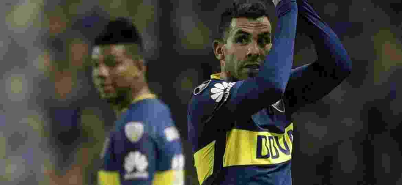 Carlos Tevez aplaude a torcida do Boca Juniors durante jogo contra o Alianza Lima - Juan Mabromata/AFP