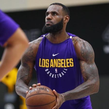 LeBron James durante primeiro treino com o Los Angeles Lakers - Reprodução / Twitter @Lakers