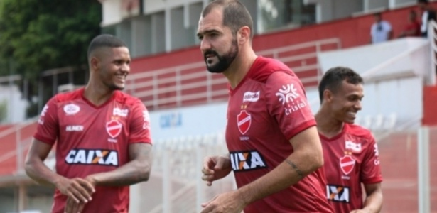8732aef93a Danilo é apresentado no Vila Nova e promete conquistar respeito de ...