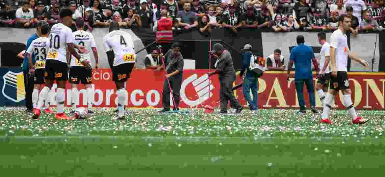 Corinthians Santos Campeonato Paulista papeis gramado - Marcelo Zambrana/Agif