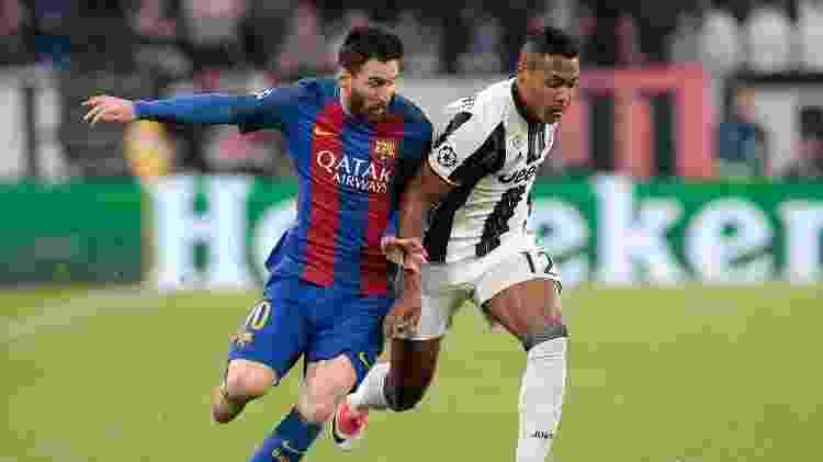 Alex Sandro supera Messi em lance de Juventus 3 x 0 Barcelona pela Liga dos Campeões - Emilio Andreoli/Getty Images - Emilio Andreoli/Getty Images