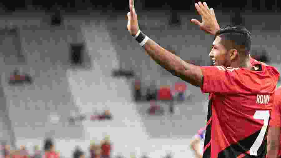 Rony comemora gol do Athletico diante do Bahia pelo Campeonato Brasileiro - Cleber Yamaguchi/AGIF