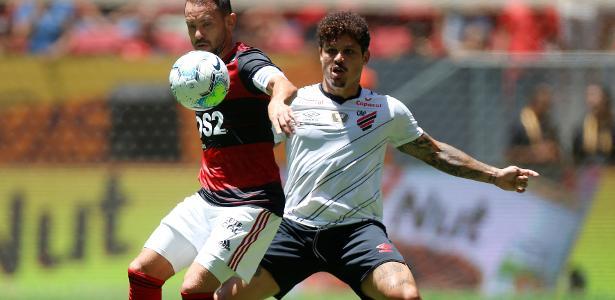 Dorival lamenta ausência de Rony em treinamentos e admite Athletico abaixo