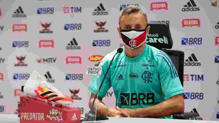 Rafinha concede entrevista coletiva no Ninho do Urubu, CT do Flamengo - Alexandre Vidal / Flamengo