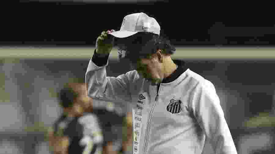 Cuca comanda o Santos em partida contra o Jorge Wilstermann na Copa Libertadores - Amanda Perobelli - Pool/Getty Images