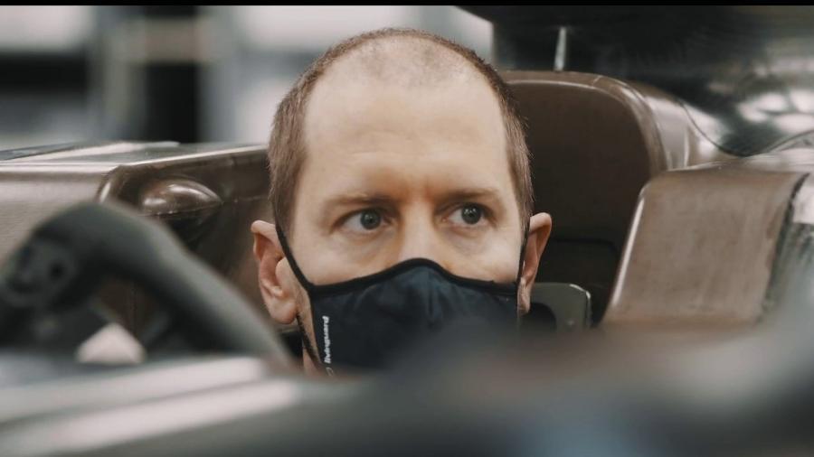 Vettel apareceu mais calvo em imagens divulgadas pela equipe - Reprodução