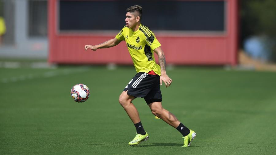 Carlos Palacios ganhou tempo de treinamento em semana sem jogos do Inter - Ricardo Duarte/Inter
