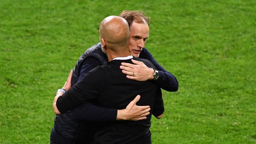 Pep Guardiola e Thomas Tuchel se abraçam após fim de jogo entre Chelsea e City - Valerio Pennicino - UEFA/UEFA via Getty Images