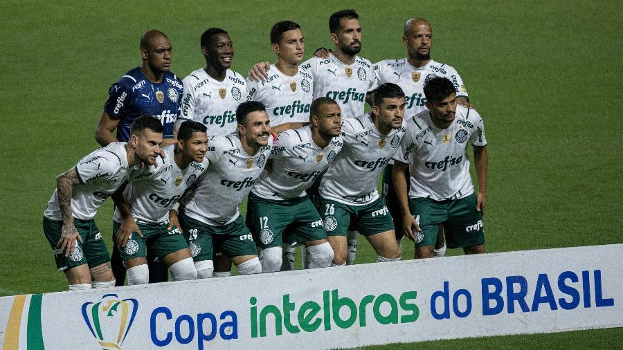 Elenco do Palmeiras viajou para receber a primeira dose oferecida pela Conmebol - Celio Junior/AGIF