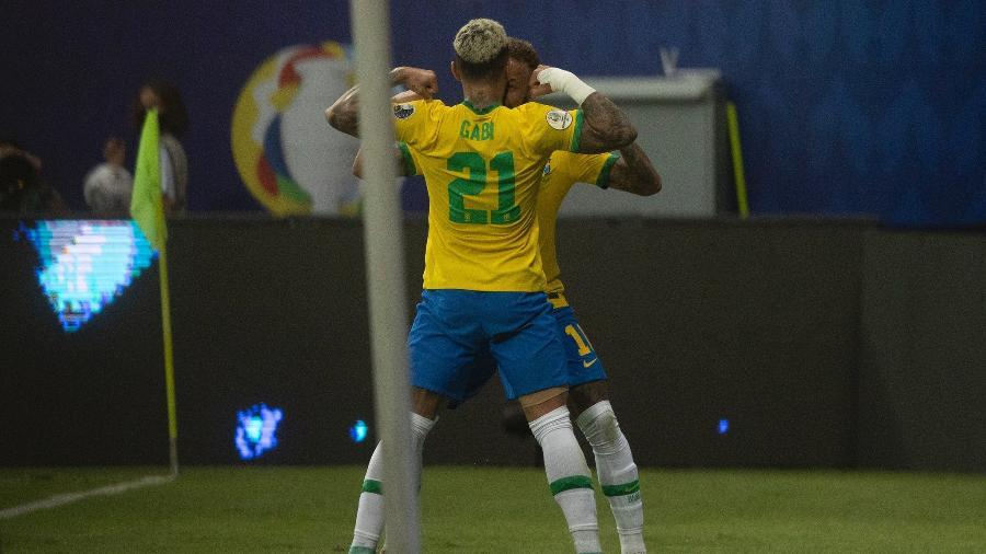 Gabigol comemora gol com Neymar em jogo da seleção brasileira contra a Venezuela - Lucas Figueiredo/CBF