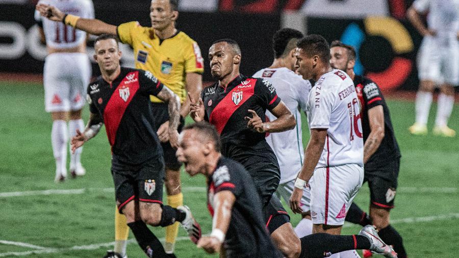 Marlon Freitas comemora gol pelo Atlético-GO contra o Fluminense, seu ex-clube  - Heber Gomes/AGIF