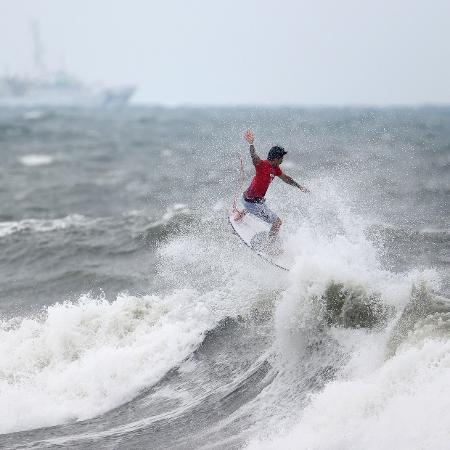 Gabriel Medina em ação nas oitavas de final das Olimpíadas de Tóquio - Lisi Niesner/Reuters