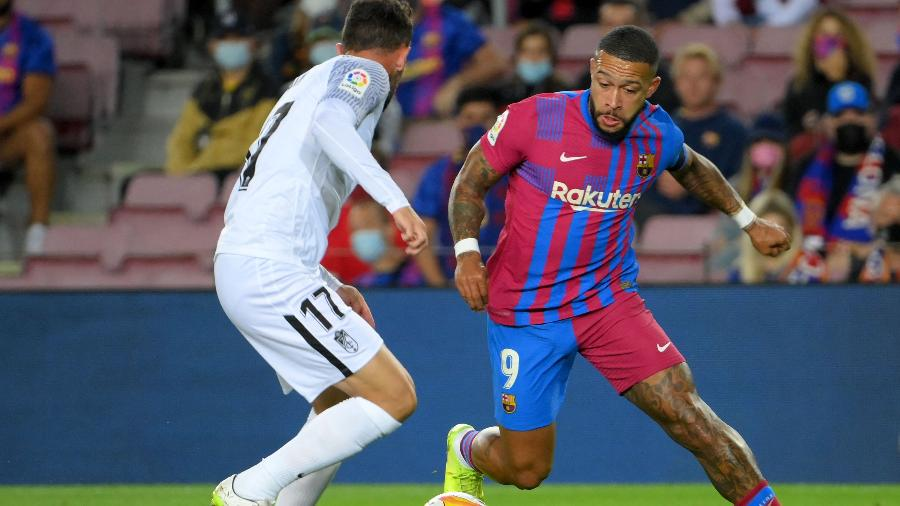 Memphis Depay durante a partida entre Barcelona e Granada, pelo Campeonato Espanhol - AFP