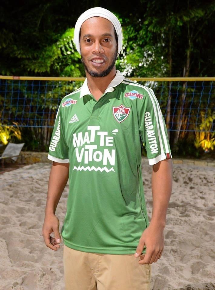 Ronaldinho Gaúcho assina contrato com o Fluminense - Futebol - UOL ... 8997354e8b10c