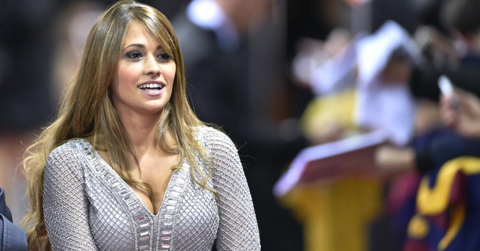 Antonella Roccuzo, esposa de Messi, na chegada para a entrega da Bola de Ouro