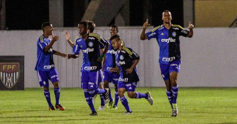 Jogadores do Palmeiras comemoram gol contra o Villa Nova-MG, pela Copa São Paulo de Futebol Júnior