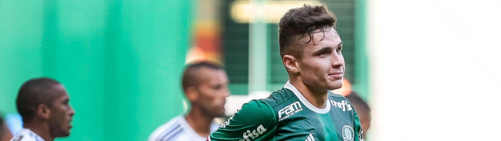 Raphael Veiga atua como titular no duelo contra a Ponte Preta