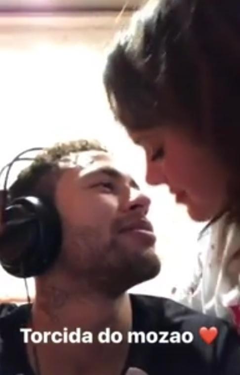 Neymar joga CounterStrike e ganha beijo de Bruna Marquezine
