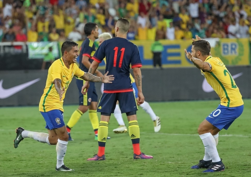 Dudu comemora gol da seleção brasileira em amistoso contra a Colômbia