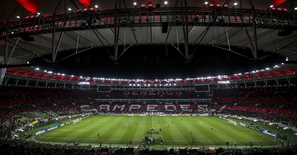 Torcida do Flamengo faz o mosaico: