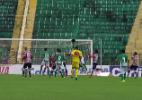 Guarani usa e abusa da bola aérea e joga Santa Cruz na zona de rebaixamento - Reprodução/Premiere FC