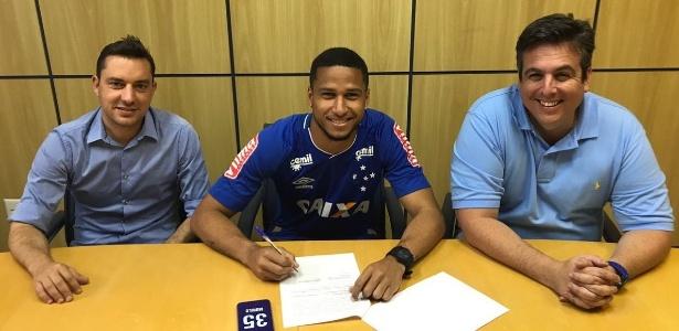 Murilo Cerqueira assina renovação contratual com o Cruzeiro; zagueiro impressiona Mano