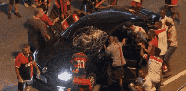 Maracanã teve confusões generalizadas durante a final da Sul-Americana - Reprodução/TV Globo