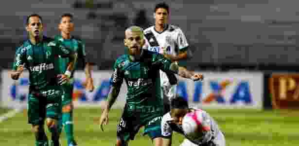 Lucas Lima em ação durante empate entre Ponte Preta e Palmeiras - Ale Cabral/AGIF