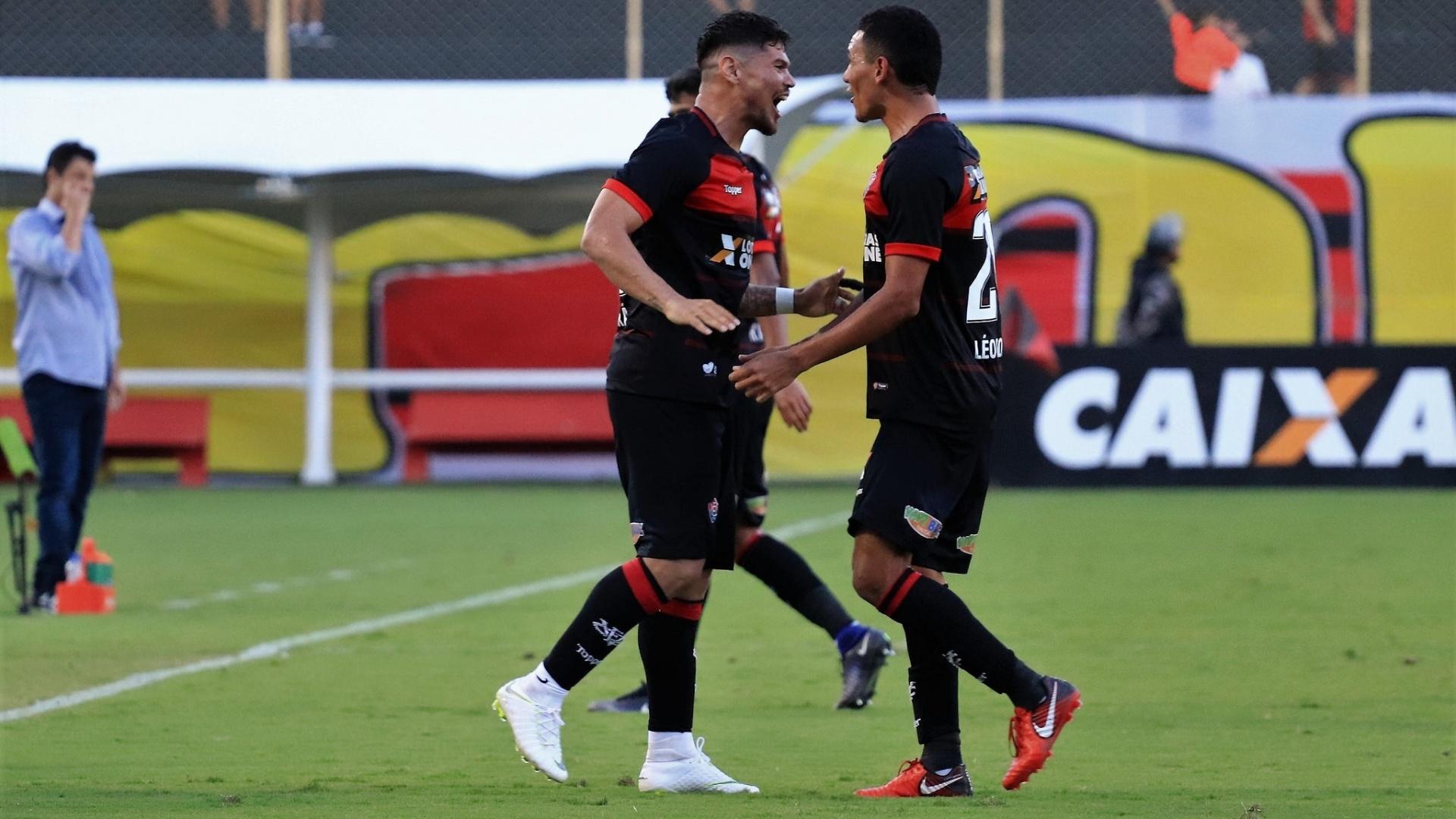 Léo Ceará comemora após marcar pelo Vitória contra o América-MG